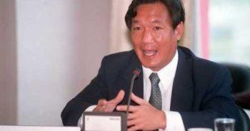 นายกิตติรัตน์ ณ ระนอง รองนายกรัฐมนตรีและรัฐมนตรีว่าการกระทรวงพาณิชย์ ที่มา : http://www.bangkokbiznews.com/home/media/2011/12/30/images/news_img_427146_1.jpg