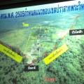 พื้นที่แนวสันปันน้ำบริเวณชายแดนไทย-กัมพูชา ที่วางแนวเส้นสีแดงบ่งบอกถึงเขตแดน โดยมีเส้นสีเหลืองคือรั้วลวดหนามที่กำหนดแนวเขตปราสาทเขาพระวิหารของกัมพูชา