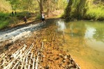 ฝายไม้หลักโบราณอายุยืนของบ้านน้ำปุก ชาวบ้านที่นี่จัดการน้ำด้วยเหมืองฝายตลอดเวลา ที่มาภาพ : http://northern-thailand-river.com