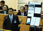 นายอลงกรณ์ พลบุตร ส.ส.บัญชีรายพรรคประชาธิปัตย์ อภิปรายไม่ไว้วางใจ พล.อ.อ.สุกำพล สุวรรณทัต รมว.กลาโหม เมื่อ 25 พ.ย. 2555