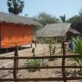 บ้านของประชาชนในท้องถิ่น ที่ในอนาคตต้องถูกรื้อเพื่อรองรับโครงการนิคมอุตสาหกรรม ท่าเรือน้ำลึกทวาย โดยประชาชนจะถูกให้ย้ายออกไปอยู่ในบ้านพักที่มีการปลูกให้อยู่ทดแทน
