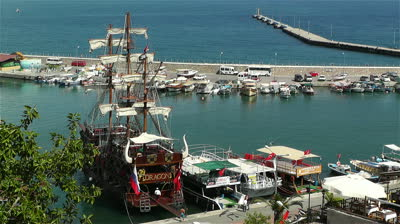 Alanya ในตุรกี ที่มาภาพ : http://ak6.picdn.net/shutterstock/videos/4179047/preview/stock-footage-alanya-turkey-june-port-of-alanya
