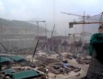 ไซท์ก่อสร้างเขื่อนไซยะบุรี ณ เดือนเมษายน 2557 ที่มาภาพ: https://www.facebook.com/Stopxayaburidam/photos/a.322752301152407.77945.322738997820404/642090569218577/?type=1&theater