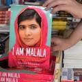 มาลาลา ยูซาฟไซ หญิงสาวชาวปากีสถาน วัย 17 ปี ที่มาภาพ : http://www.globalpost.com/sites/default/files/imagecache/gp3_slideshow_large/photos/2013-October/malala_yousafzai_nobel_shooting.jpg