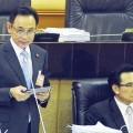 จากซ้ายไปขวา - นายบุญทรง เตริยาภิรมย์ อดีตรัฐมนตรีว่าการกระทรวงพาณิชย์ และนายภูมิ สาระผล อดีตรัฐมนตรีช่วยว่าการกระทรวงพาณิชย์ ที่มาภาพ : http://www.matichon.co.th/news_detail.php?newsid=1429861355