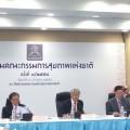 """วันที่ 3 กรกฎาคม 2558 ที่ประชุมคณะกรรมการสุขภาพแห่งชาติ มี ศ.ดร.ยงยุทธ ยุทธวงศ์ รองนายกรัฐมนตรี เป็นประธาน พร้อมด้วย ศ.นพ.รัชตะ รัชตะนาวิน รัฐมนตรีว่าการกระทรวงสาธารณสุข เข้าร่วม ได้รับทราบความคืบหน้าการขับเคลื่อนมติสมัชชาสุขภาพแห่งชาติ เรื่อง """"มาตรการทำให้สังคมไทยไร้แร่ใยหิน"""""""