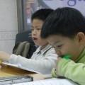 ที่มาภาพ : https://en.wikipedia.org/wiki/Cram_school#/media/File:Taiwanese_students_studying_English.jpg