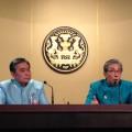 (จากซ้ายไปขวา) นายอภิศักดิ์ ตันติวรวงศ์ รัฐมนตรีว่าการกระทรวงการคลัง และนายสมคิด จาตุศรีพิทักษ์ รองนายกรัฐมนตรี