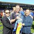 ทีมลูกหนังอังกฤษ Leicester City ของนายทุนไทย วิชัย ศรีวัฒนประภา อาจได้ฉลองแชมป์แบบนี้อีกครั้ง แต่ครั้งนี้จะไม่ใช่แค่ แชมเปี้่ยนชิพ ทว่าเป็นพรีเมียร์กลีก ? ที่มาภาพ : http://www.leicestermercury.co.uk/Promotion-just-start-Leicester-City-says-club-s/story-21061806-detail/story.html