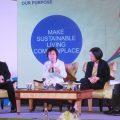 (จากซ้ายไปขวา)นายศุภชัย เจียรวนนท์ รองประธานกรรมการเครือเจริญโภคภัณฑ์ (ซีพี)นางสุพัตรา เป้าเปี่ยมทรัพย์ ประธานเจ้าหน้าที่บริหาร กลุ่มบริษัท ยูนิลีเวอร์ (ประเทศไทย) จำกัด  น.ส.สฤณี อาชวานันทกุล กรรมการผู้จัดการ ด้านการพัฒนาความรู้ บริษัท ป่าสาละ จำกัด