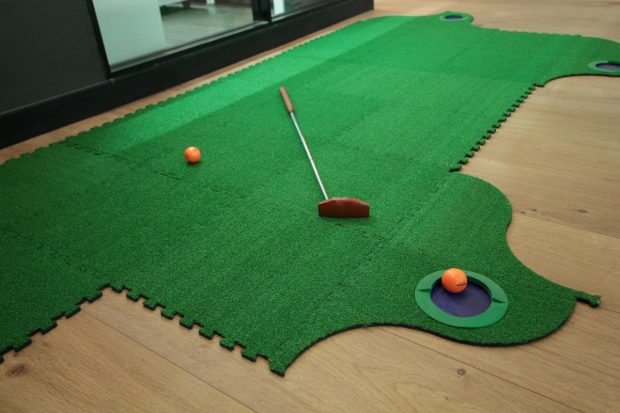 glowfish-work-play-grow-mini-golf-office-fun-hip-factor-1200x800
